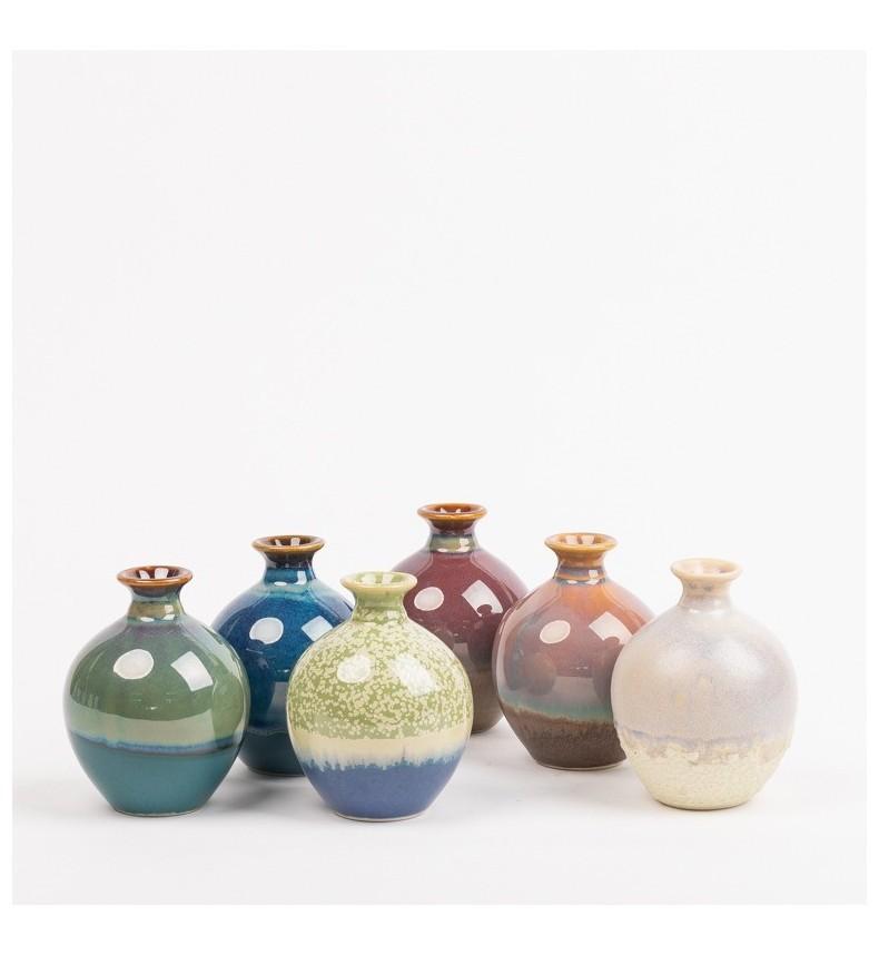 Porcelánová vázička s barevnou glazurou